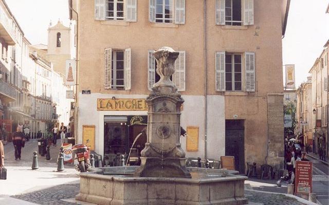 Aix-en-Provence, Une petite fontaine - Photo taken by Daniel Arnold