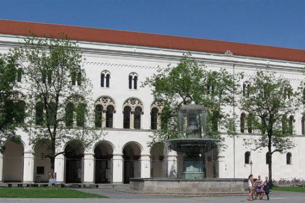 Main building of the Ludwig-Maximilians-University at Geschwister-Scholl-Platz in Maxvorstadt, München