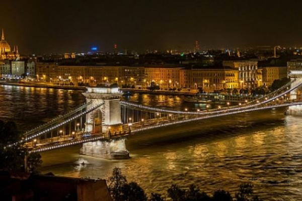 Photograph of the Szechenyi Bridge in Budapest at night